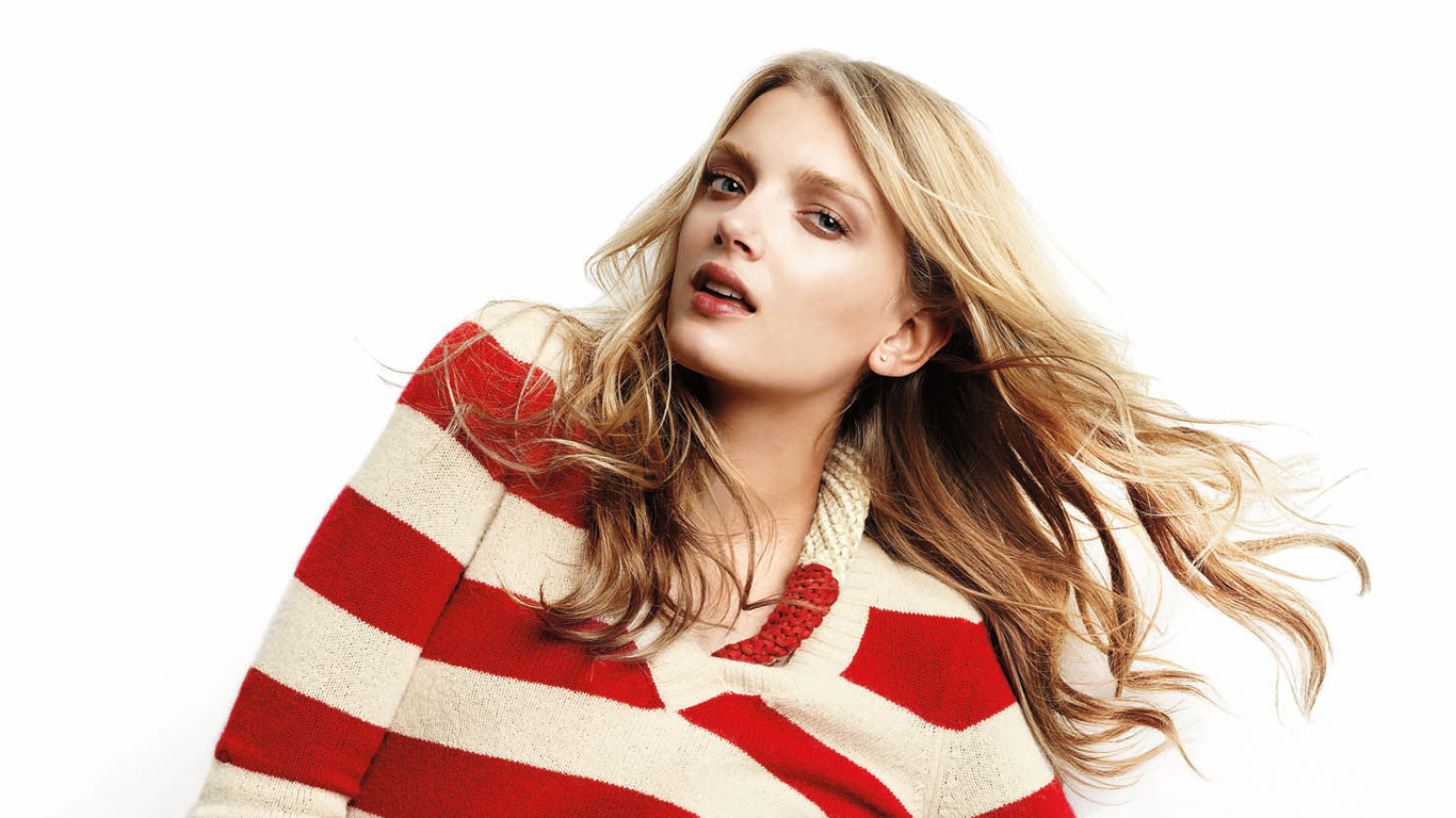 Lily_Donaldson_in_GAP_Ad