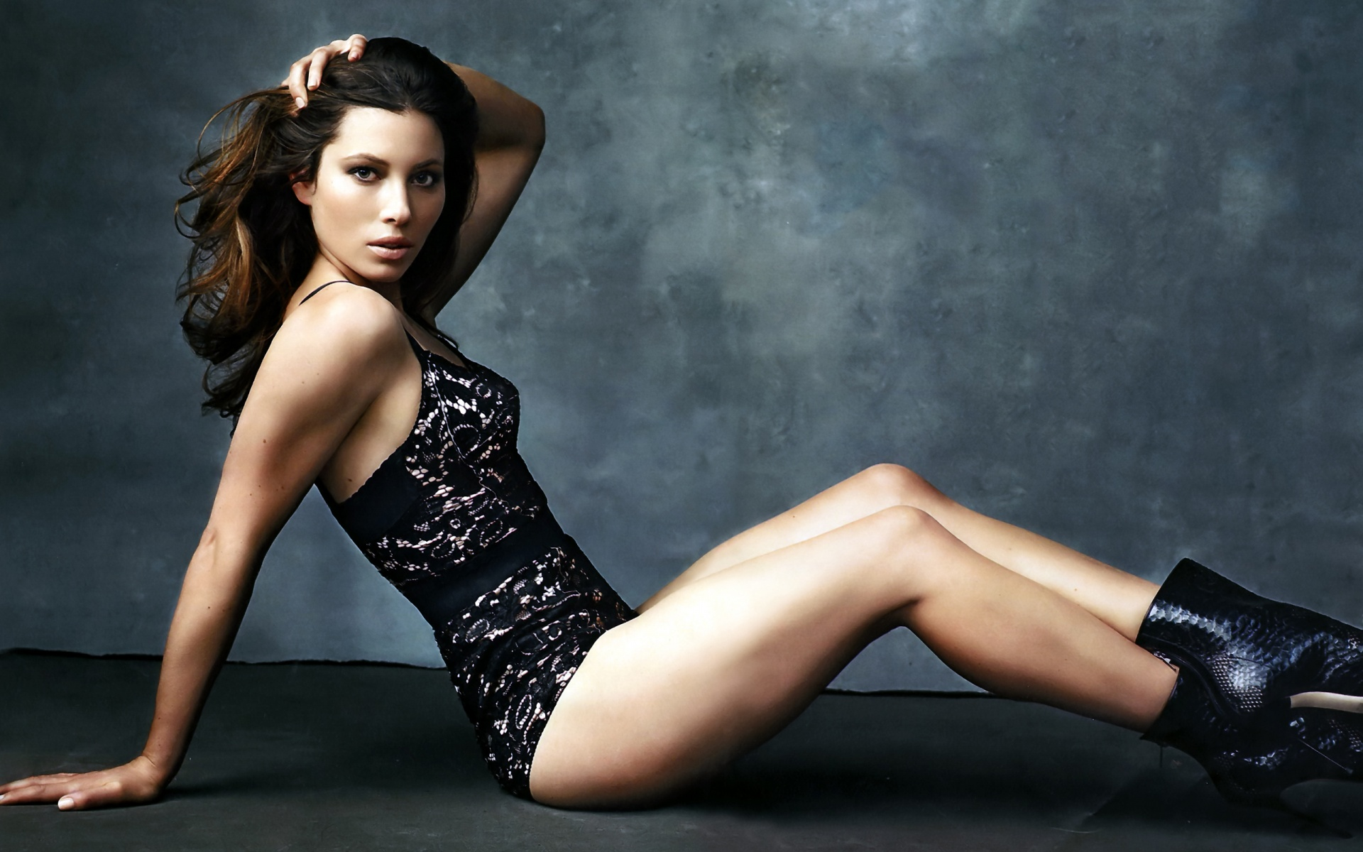 jessica-biel-in-black-dress-2-1920x1200